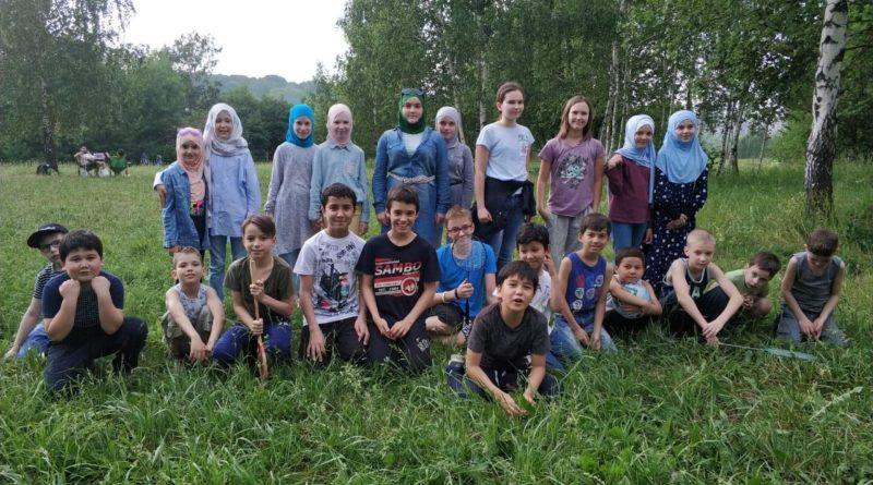 Воспитанники МРОМ «Наследие Ислама» на пикнике